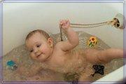 Безопасное купание ребенка в ванне.