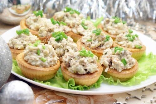 Салат в тарталетках «Новогодняя рыбка» 1