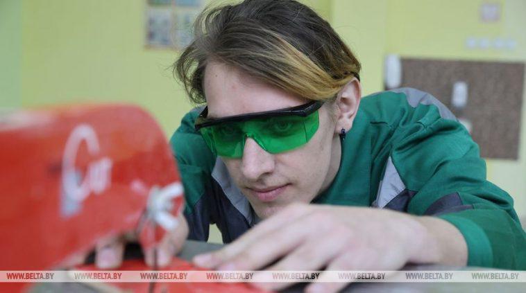 ФОТОФАКТ: Витебский государственный технический колледж занесен на республиканскую Доску почета 1