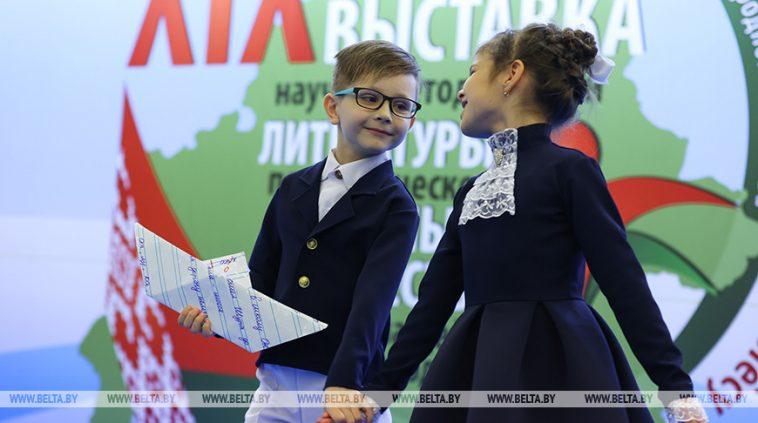 ФОТОФАКТ: Выставка научно-методической литературы, педагогического опыта и творчества учащейся молодежи открылась в Минске 1