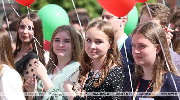 """ФОТОФАКТ: Республиканский """"Последний звонок"""" проходит в Бобруйске 1"""