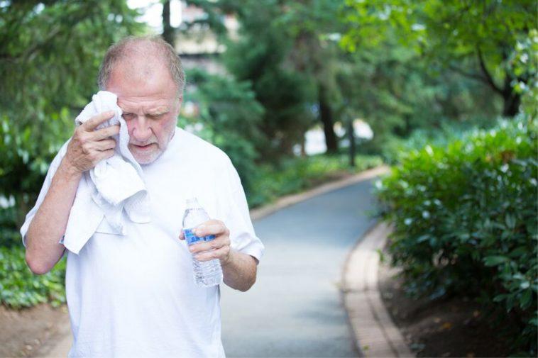 Как переносить жару пожилым людям. Советы врача 1