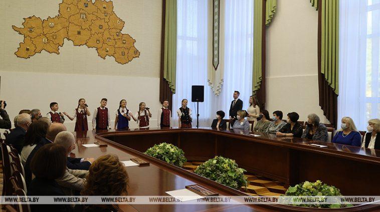 В Могилеве накануне Дня учителя чествовали работников образования 1